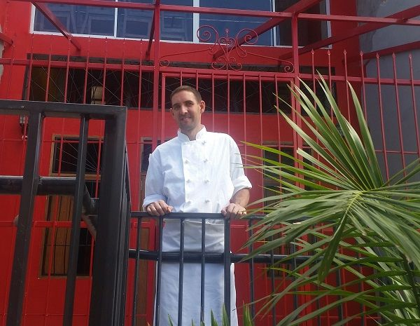 El canadiense que enseña cocina a los paisas