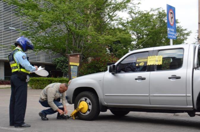 Vehículos mal estacionados serán inmovilizados con cepos
