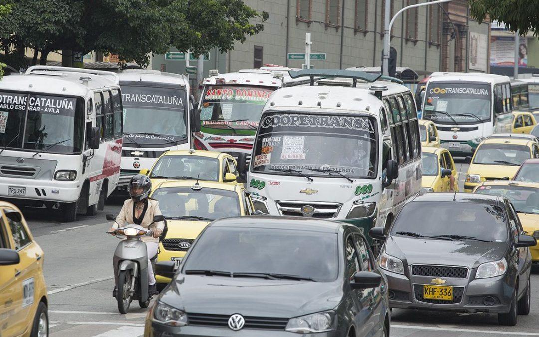 Regresa pico y placa para vehículos particulares y motos en Medellín