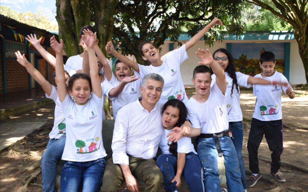 """Lo social desbordó al Estado"": Luis Bernardo Vélez"