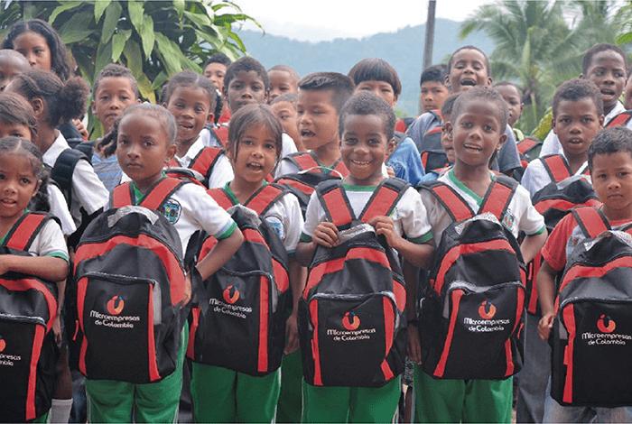 Microempresas de Colombia dona 90 mil kits escolares en Antioquia