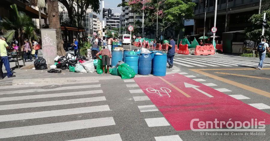 Ciclorruta invadida de basuras