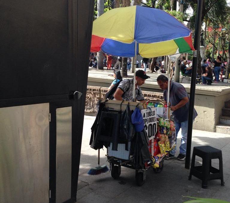 Chazas cerradas y venteros en la calle
