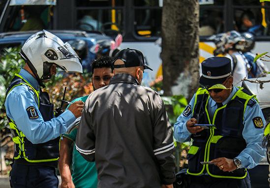 Reducción de agentes de tránsito preocupa al comercio en el centro