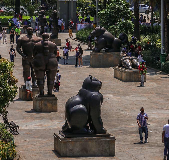 Las esculturas que tutean a la gente