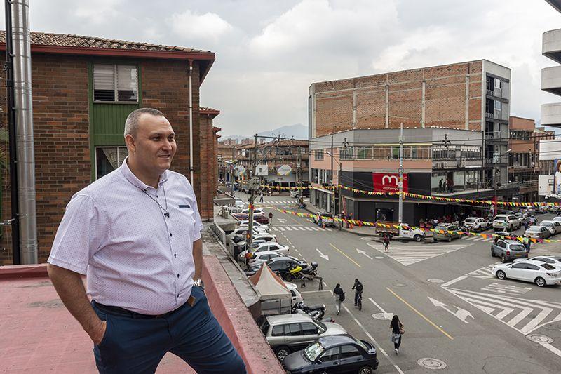 Cómo se vive en uno de los barrios menos habitados de Medellín