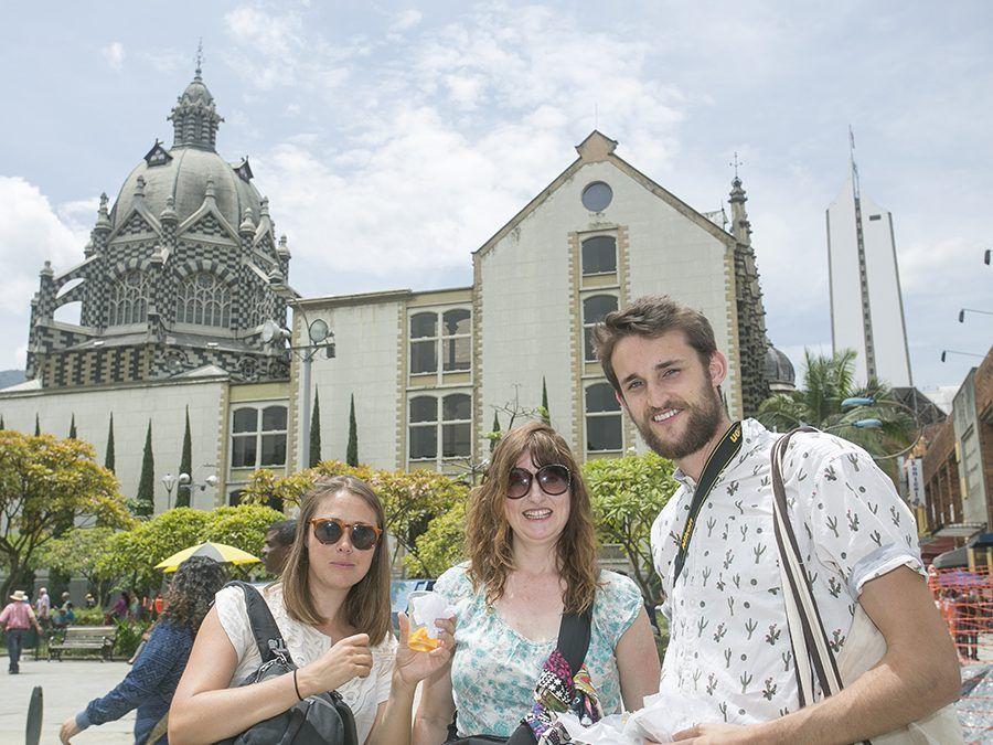 Turismo en una plaza cosmopolita