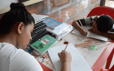 Estudiantes de colegios oficiales inician año escolar desde casa