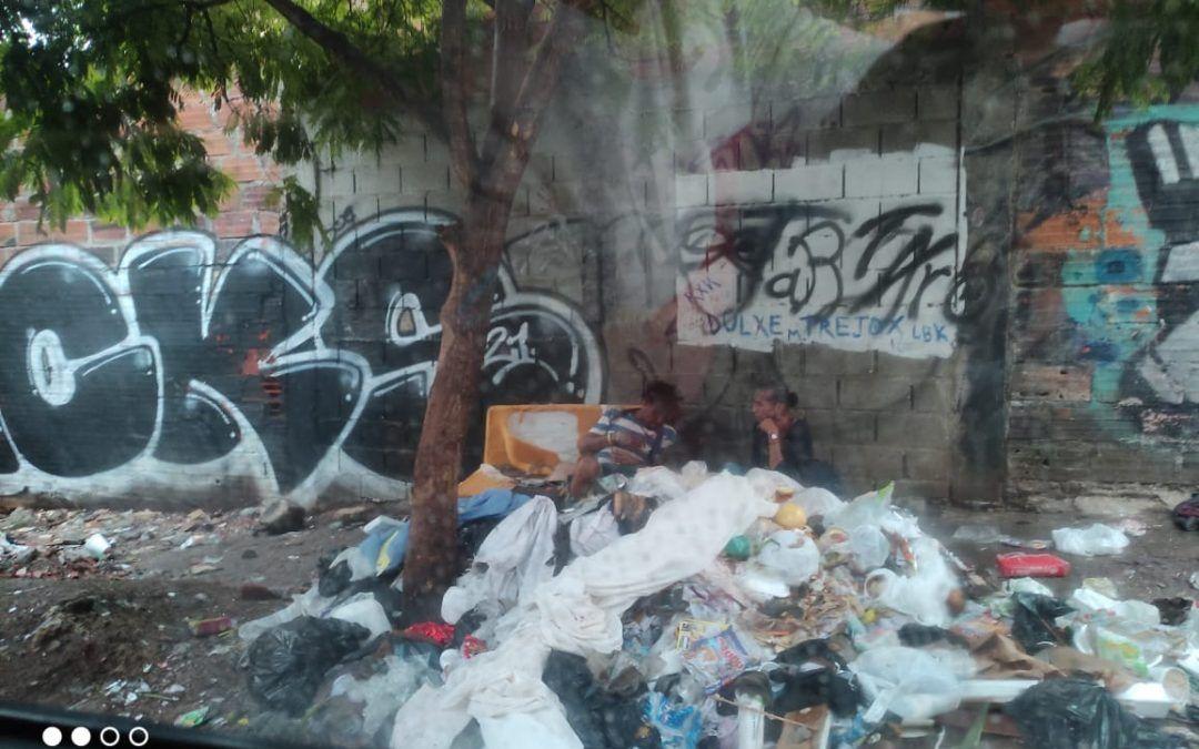 Botadero de basuras y escombros