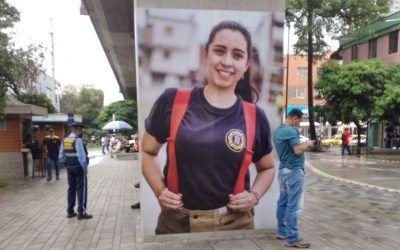 Exposición fotográfica en columnas del Metro invita a resignificar el rol de la mujer
