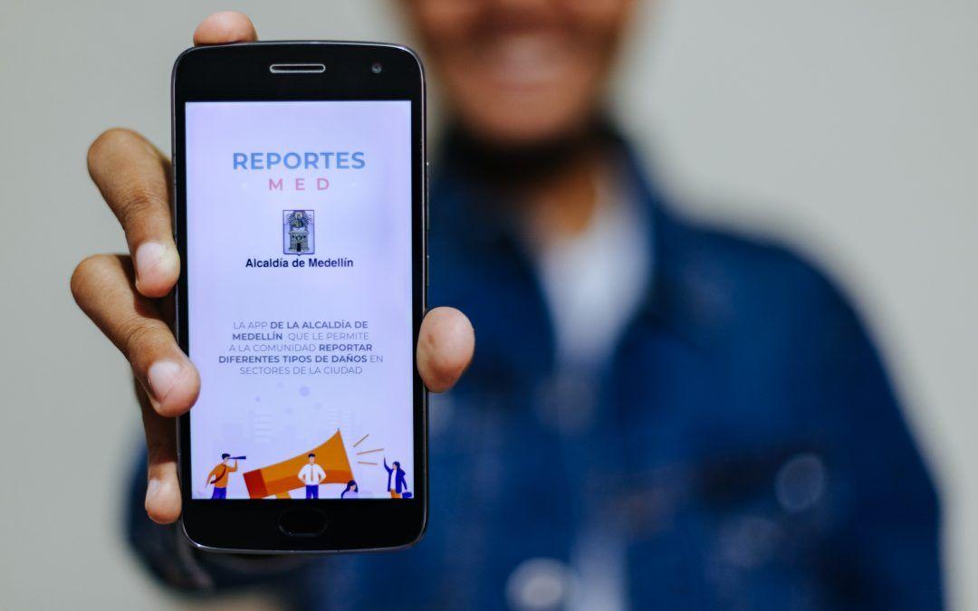 Huecos, residuos sólidos y otros daños en la vía pueden reportarse mediante una aplicación móvil en Medellín